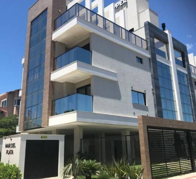 Apartamento novo com 3 suítes na Praia de Mariscal